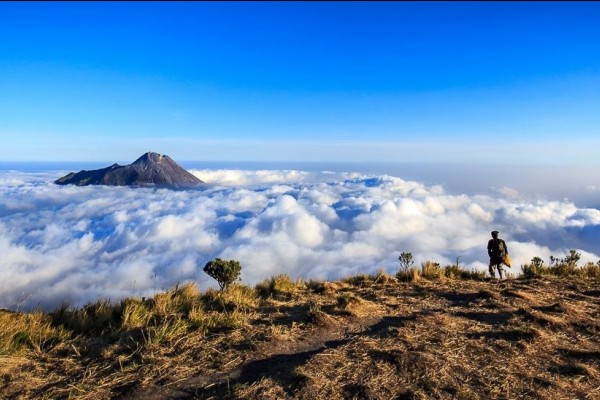 10 Wisata Gunung dengan Pemandangan Terindah di Indonesia
